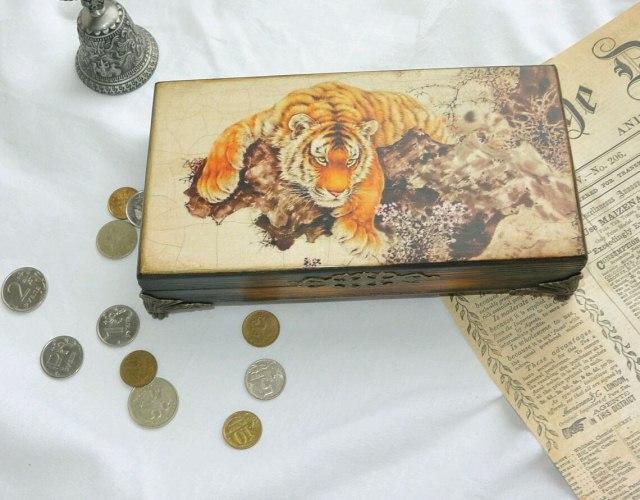 шкатулка для денег с тигром