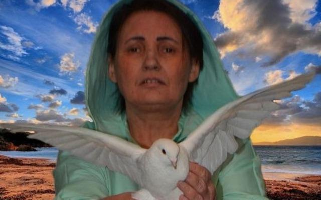 вера лион держит голубя