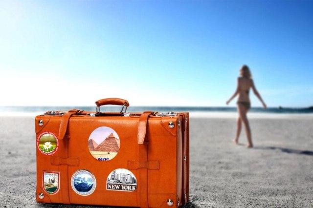 чемодан на песке