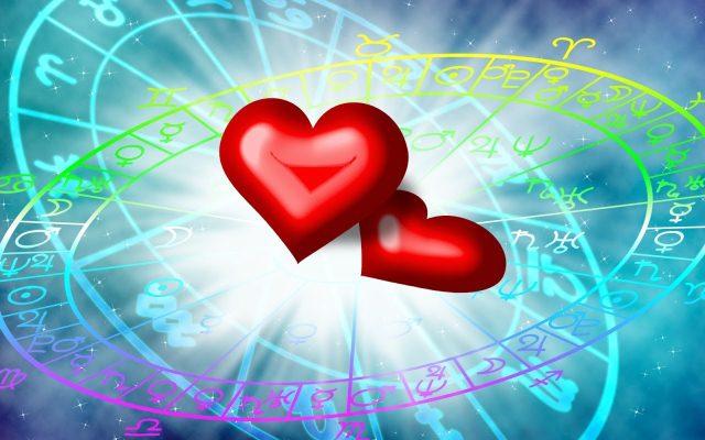 сердца на фоне гороскопа