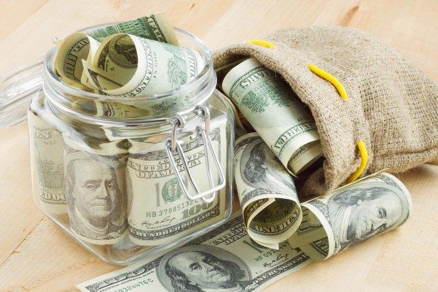 деньги в мешке и банке