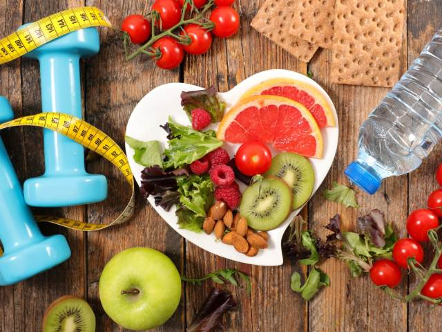 фрукты и овощи и гантели