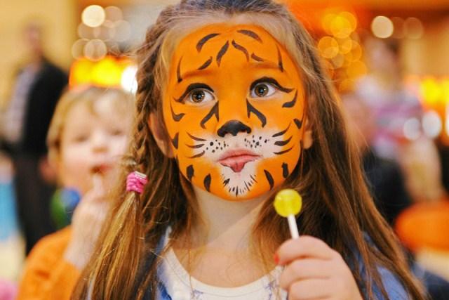 девочка в гриме тигра