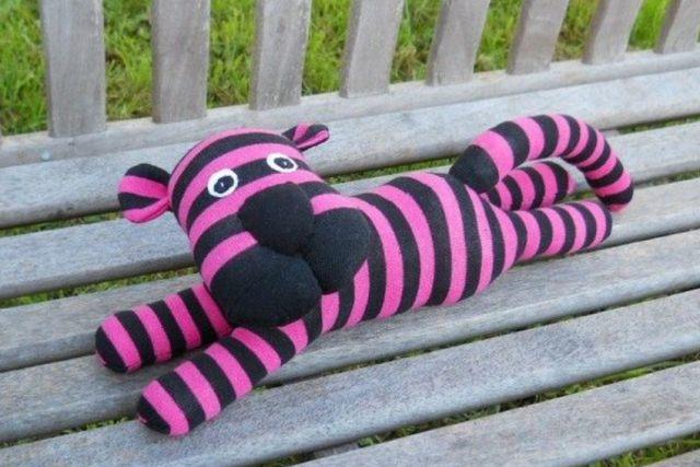 игрушка тигр из носков
