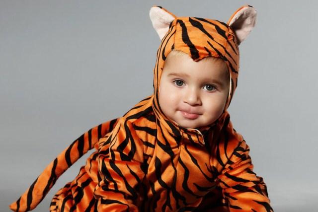 ребенок в костюме тигра