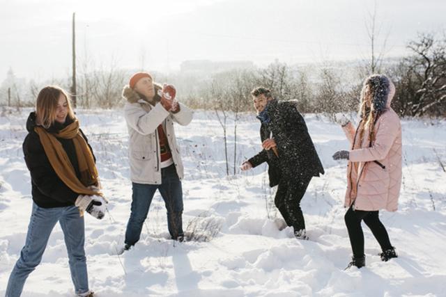 Конкурсы на Новый год 2022: веселые игры и развлечения